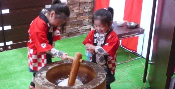 » お正月恒例の餅つきを開催します(無料)/ドーミー倶楽部 軽井沢